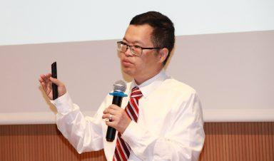 Dr. Jian Yang speaks at the workshop